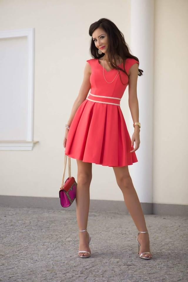 Elegantní šaty nad kolena Tatiana korálové  fe8b4ae2372