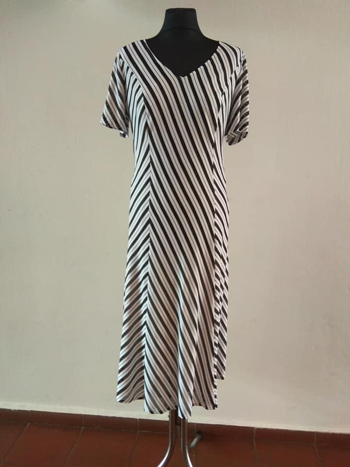 ad4e994fa81 Dámské pruhované šaty Maria Magdalena černobílé