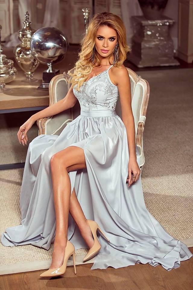 2c9ef8cf6034 Dlouhé krajkové šaty Bella šedé