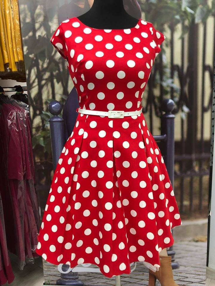 2b25f960421 Retro šaty Lucie červené s velkými bílými puntíky