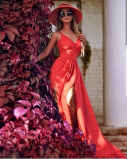 a7e9f7307bb Dlouhé šaty s rozparky NINA červené empty